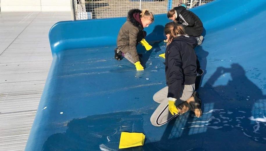 2019 Scholieren helpen in het bad